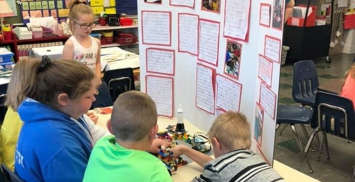2nd graders learning through lego projects