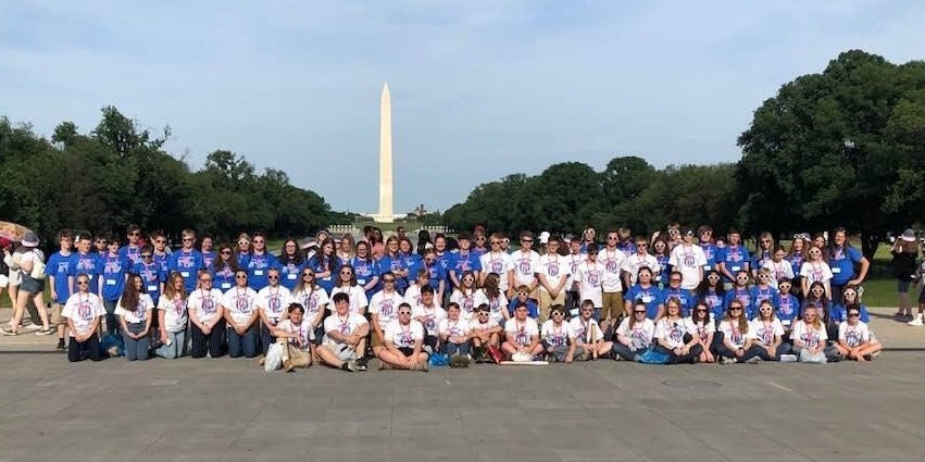 8th graders in DC in front of the Washington Memorial