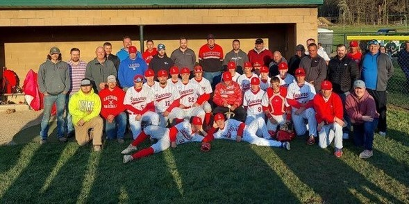 Coach Thorp featured with current and past players on the night of his 1000th win